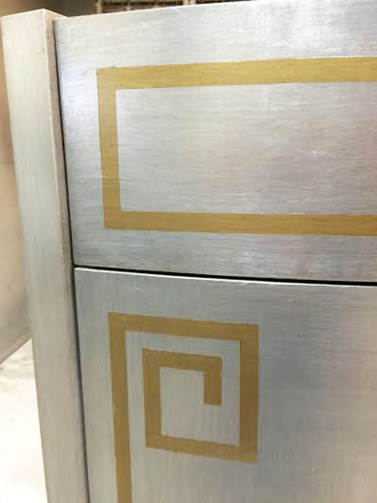 Ordinaire Close Up Bow Front Vanity Finished In Silverleaf And Gold Trim ...